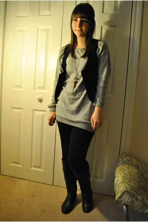 black garage vest - gray H&M shirt - black Forever 21 leggings - black le chatea
