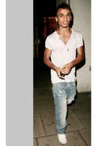 white shirt - sky blue jeans - white sneakers - white belt