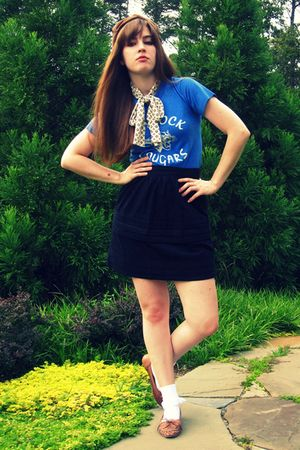 blue vintage t-shirt - black Tulle skirt - beige thrifted vintage hat - white vi