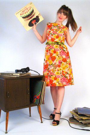 yellow vintage 1960s dress