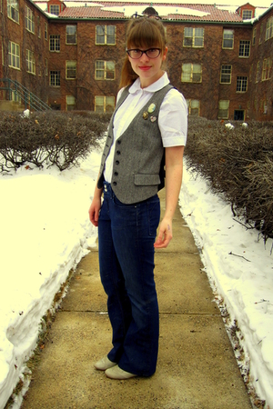 white thrifted shirt - blue banana republic jeans - gray thrifted vest - gray St