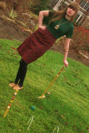green vintage dress - brown vintage shoes - blue HUE tights - gold vintage neckl