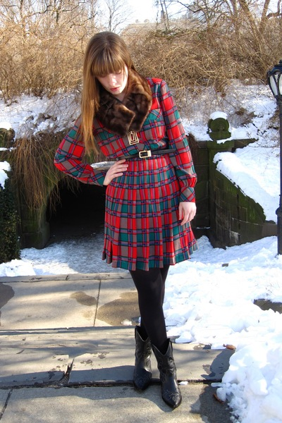 red thrifted vintage dress - brown vintage accessories - black thrifted boots -