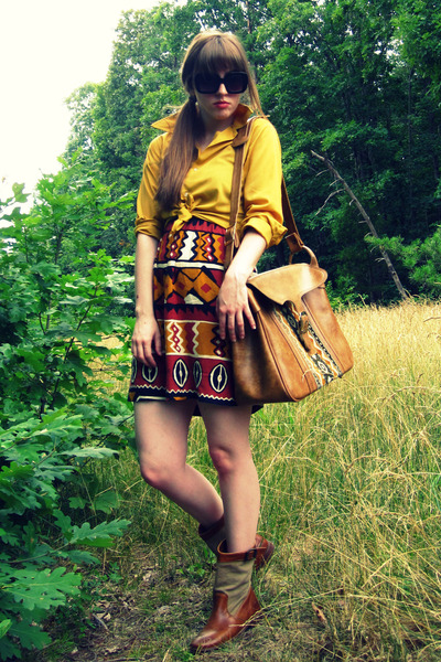 black modcloth dress - gold vintage blouse - brown Frye boots - brown vintage th