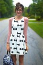 Black-modcloth-boots-white-h-m-dress-gold-daisy-backpack-charlotte-russe-bag