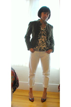 dark green cowlneck floral Velvet shirt - white boyfriend jeans JBrand jeans