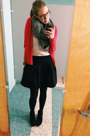 red cardigan Ann Taylor Loft sweater - sam edelman boots - madewell skirt