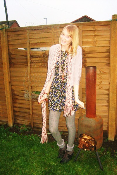 loose knit vintage scarf - floral babydoll Primark dress