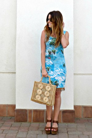 printed vintage dress - straw vintage bag - aviator Forever 21 sunglasses
