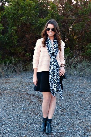 blush asos sweater - chelsea boots H&M boots - leopard print H&M scarf