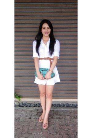 white dress - turquoise blue purse - tawny belt