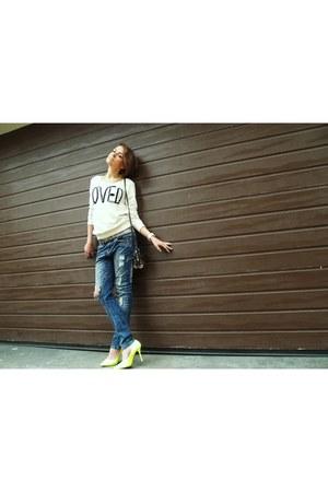 white Bershka blouse - blue Bershka jeans - yellow wwwstylowebutypl heels