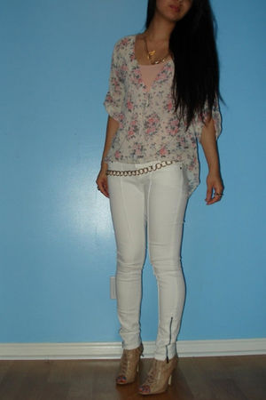 H&M Floral Blouse blouse - white BEBE White Skinnies jeans - ALDO Laceup Boots s
