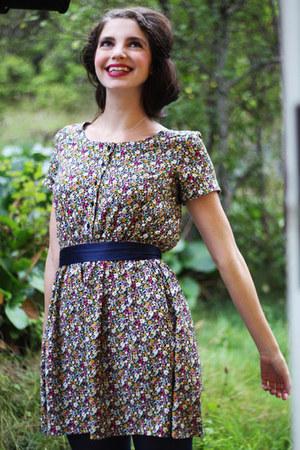 Skopunkten boots - floral print H&M dress