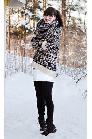 light blue denim vintage skirt - black warm winter Skopunkten boots