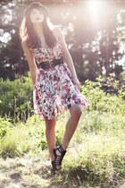 hot pink flower print GINA TRICOT dress - black bowler Monki hat - black wide GI