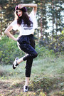 White-cropped-printed-avanna-t-shirt-black-nelly-shoes