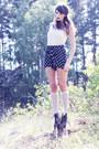 Navy-polka-dot-weekday-shorts-off-white-knee-high-lindex-socks-off-white-pla