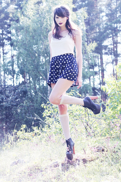 navy polka dot weekday shorts - off white knee high lindex socks