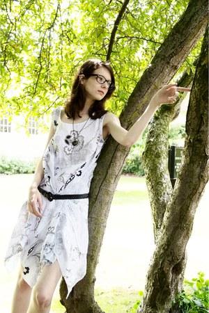 black resin necklace Etsy necklace - white joe browns dress