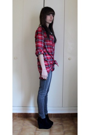 heather gray skinny new look jeans - ruby red oversize H&M shirt - black suede E