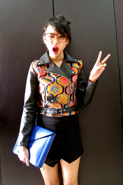retro print QuirkyMe jacket - envelope clutch Zara bag - black Zara shorts