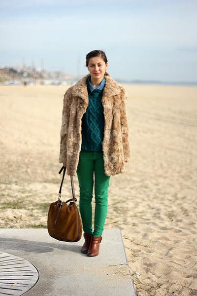 Green Zara Pants, Dark Brown Massimo Dutti Shoes, Forest Green H&M ...
