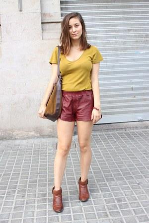 H&M Trend shorts - Massimo Dutti boots - Zara bag - Petit Bateau t-shirt