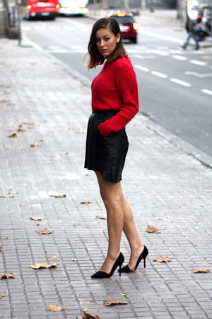black vintage &amp; DIY skirt - red vintage sweater - black Zara heels