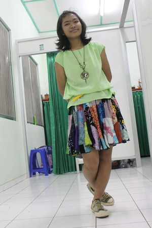 colorful MIROTA BATIK skirt - lime green cotton Topshop shirt