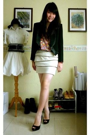 black vintage blazer - beige skirt - gray Ripcurl t-shirt - black patent Steve M