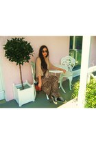 woven vintage bag - vintage sunglasses - vintage cape - converse vintage sneaker