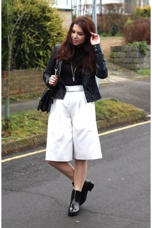 white culottes warehouse shorts - crimson chelsea boots Zara boots