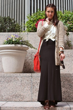 maxi Pete skirt - polka dot shirt - leather vintage bag - gold vintage bracelet