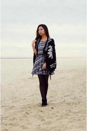 black ankle boots Dolce Vita boots - black patterned Deb Shops top