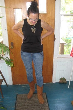 brown Frye boots - blue moto American Eagle jeans - black tank Gap t-shirt