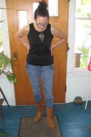 brown Frye boots - blue moto American Eagle jeans - black tank Gap t-shirt
