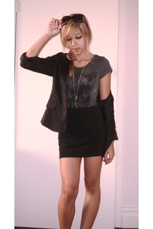 black satin La Vera blazer - black cotton Glassons skirt