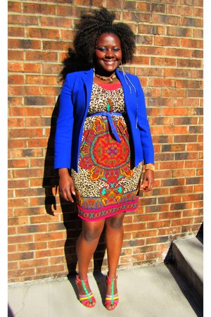 blue blazer - hot pink dress - blue thin belt