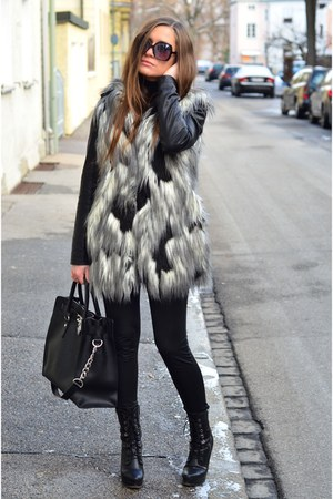 pull&bear coat - venezia boots - Michael Kors bag
