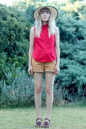 mustard Target shorts - Urban hat - red red sleeveless vintage shirt