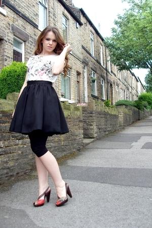 skirt - leggings - t-shirt