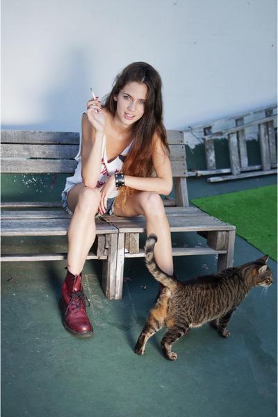 classic Dr Martens boots - chic de la ostia shorts - vintage ay not dead t-shirt