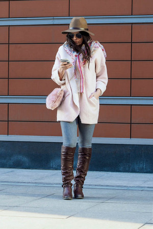 pink blanket H&M coat - gray faux fur Uniqlo jeans - dark brown H&M hat