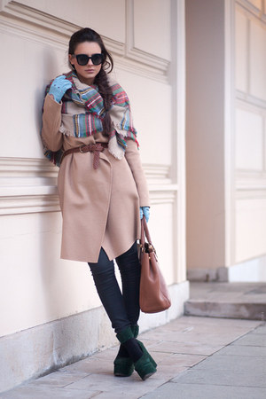 beige Massimo Dutti coat
