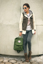 green kånken Fjäll Räven bag - army green Zara coat - heather gray Topshop jeans