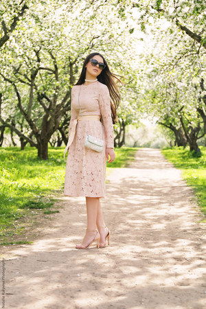 peach lace H&M dress