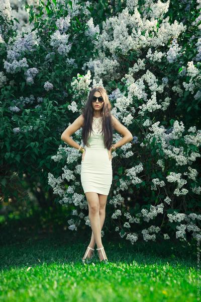 white Zara dress - white Zara heels - black Jeepers Peepers glasses