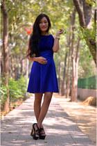 gold gold watch - blue dress - nude vintage stones accessories - black heels