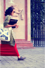 Olive-green-over-sized-sweater-white-shirt-white-tote-bag-bag